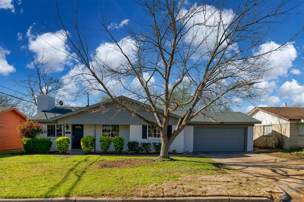 1009 Russell  Road, Everman, Texas 76140 - Acquisto Real Estate best plano realtor mike Shepherd home owners association expert