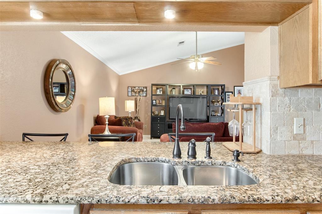 925 Cedarland  Boulevard, Arlington, Texas 76011 - acquisto real estate best listing listing agent in texas shana acquisto rich person realtor