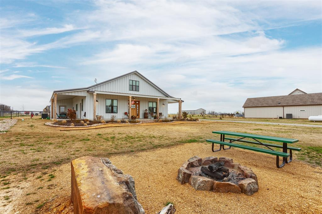 1266 Jc Maples Road, Gunter, Texas 75058 - acquisto real estate best photos for luxury listings amy gasperini quick sale real estate