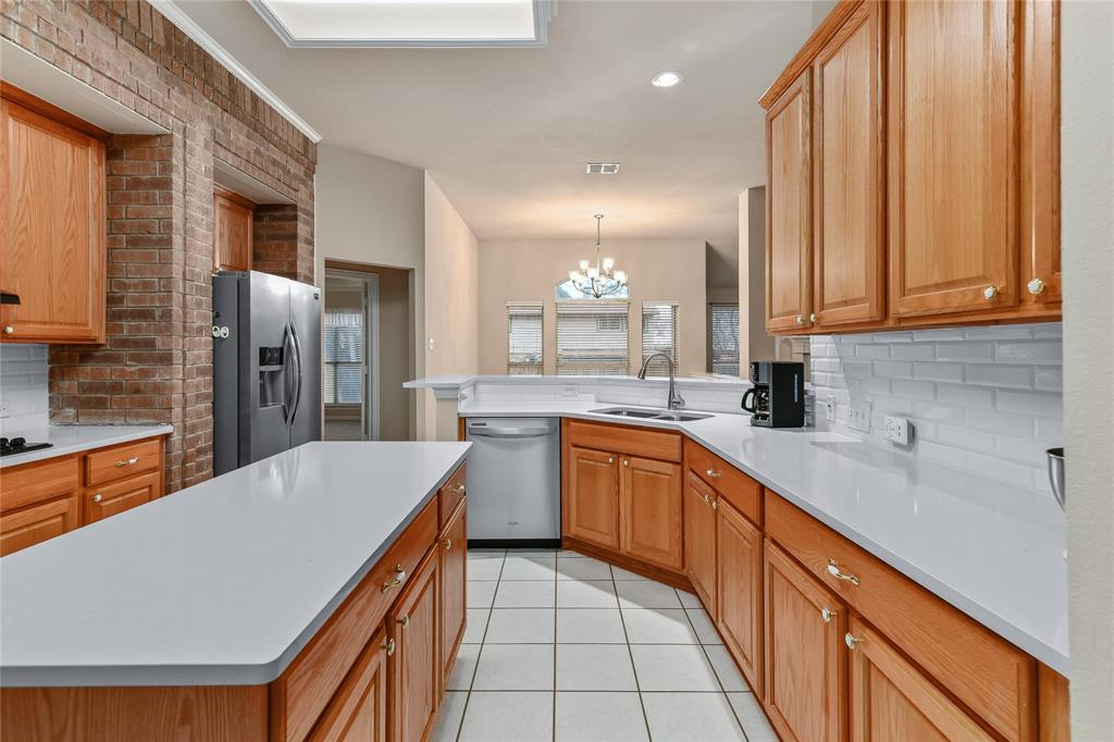 2117 Woodview Drive, Flower Mound, Texas 75028 - acquisto real estate best investor home specialist mike shepherd relocation expert