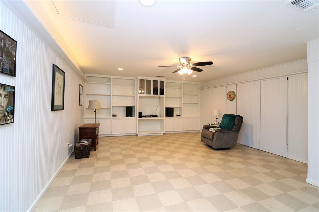 3406 Lynnwood Court, Arlington, Texas 76013 - acquisto real estate best park cities realtor kim miller best staging agent