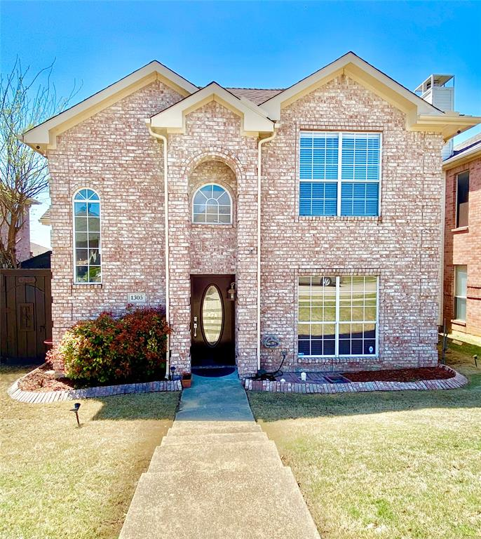 1305 Dallshan Drive, Carrollton, Texas 75007 - Acquisto Real Estate best plano realtor mike Shepherd home owners association expert