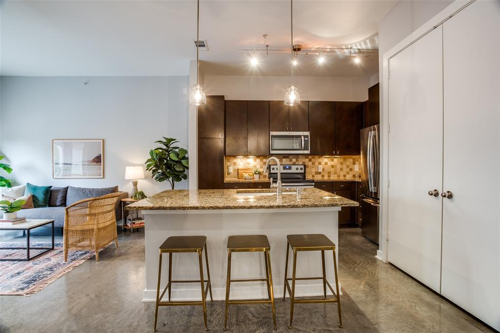 2950 Mckinney Avenue, Dallas, Texas 75204 - acquisto real estate best real estate company to work for
