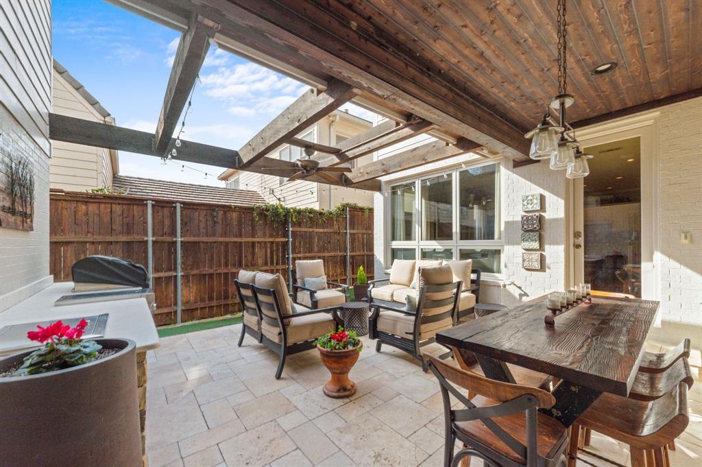 1215 Belle Place, Fort Worth, Texas 76107 - acquisto real estate best negotiating realtor linda miller declutter realtor