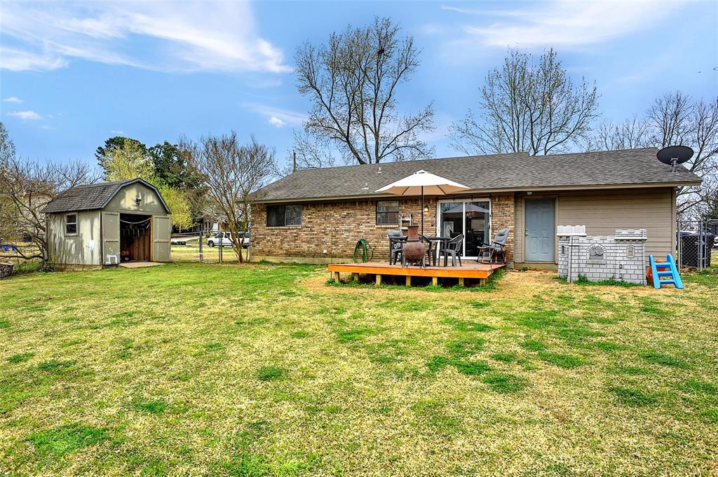 2621 Elm  Street, Denison, Texas 75020 - acquisto real estate best realtor foreclosure real estate mike shepeherd walnut grove realtor
