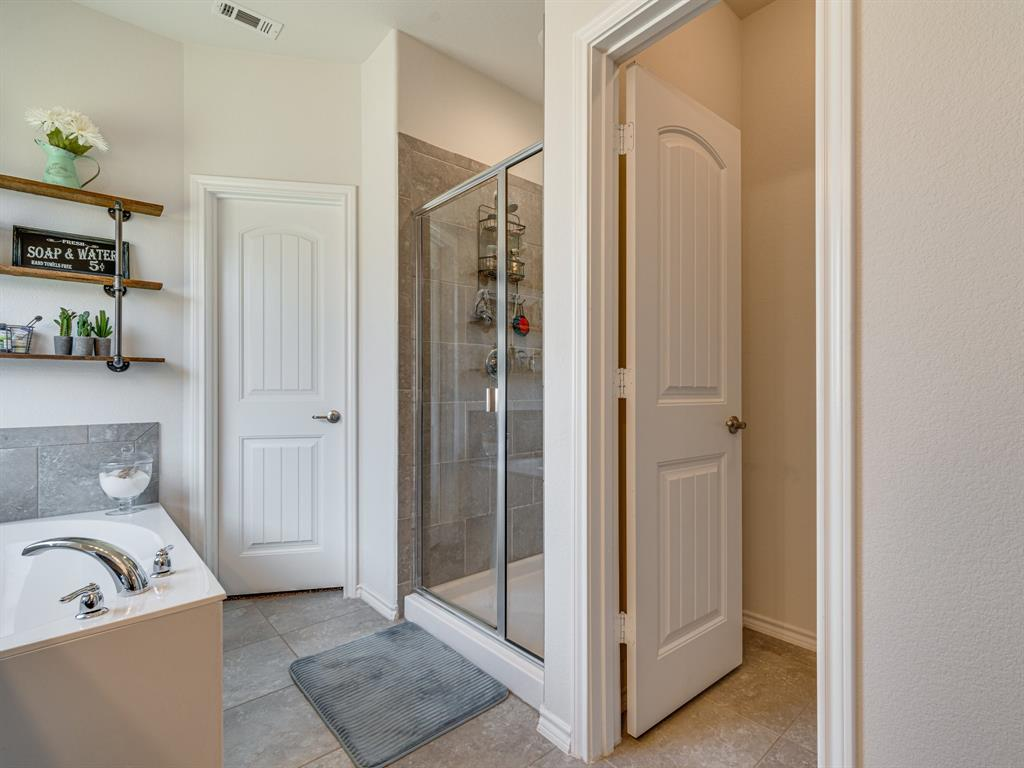 1725 Cross Creek Lane, Cleburne, Texas 76033 - acquisto real estate best realtor dfw jody daley liberty high school realtor