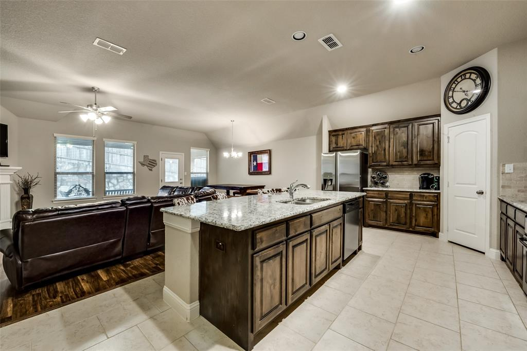 9704 Mullins Crossing Drive, Fort Worth, Texas 76126 - acquisto real estate best new home sales realtor linda miller executor real estate