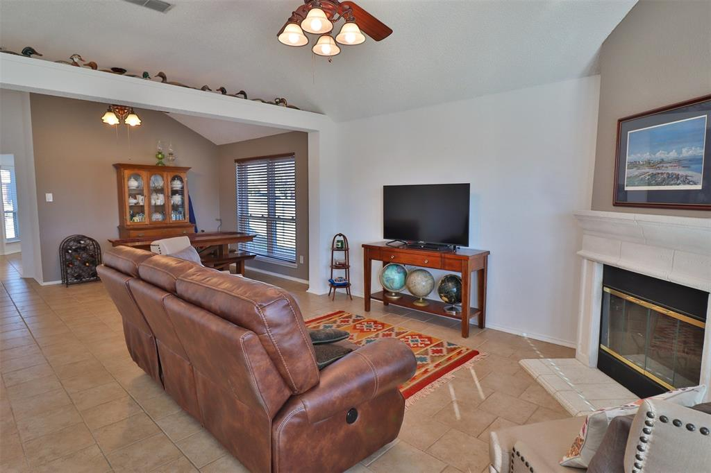 334 Beaumont Drive, Weatherford, Texas 76086 - acquisto real estate best real estate company to work for