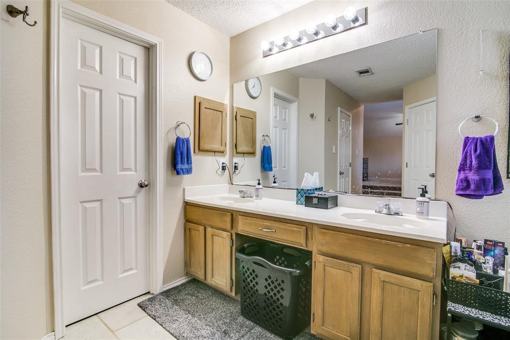6109 Iris Drive, Rowlett, Texas 75089 - acquisto real estate best realtor foreclosure real estate mike shepeherd walnut grove realtor