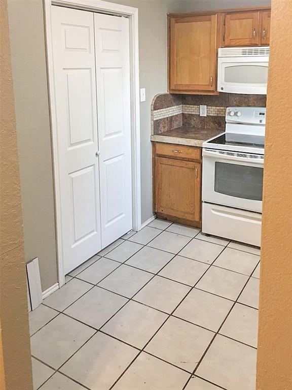 212 Brook Circle, Krum, Texas 76249 - acquisto real estate best real estate company in frisco texas real estate showings
