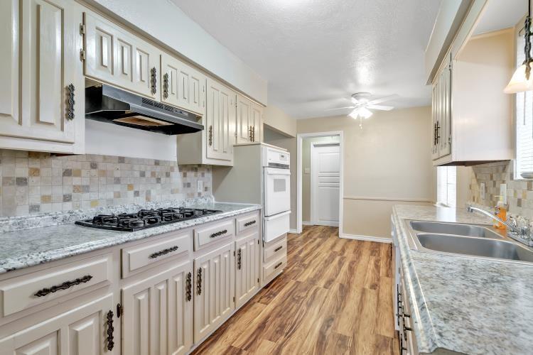 914 Highfall Drive, Dallas, Texas 75232 - acquisto real estate best the colony realtor linda miller the bridges real estate