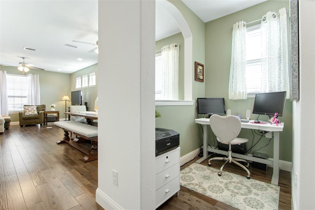 4670 Rhett Lane, Carrollton, Texas 75010 - acquisto real estate best real estate company to work for