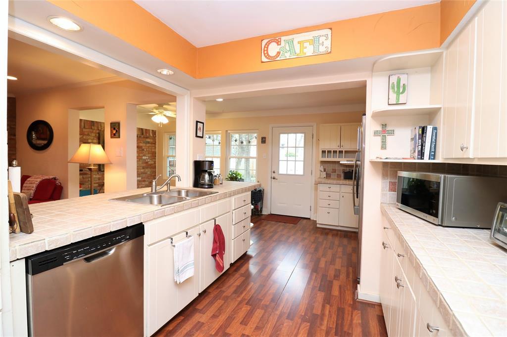 3406 Lynnwood Court, Arlington, Texas 76013 - acquisto real estate best new home sales realtor linda miller executor real estate