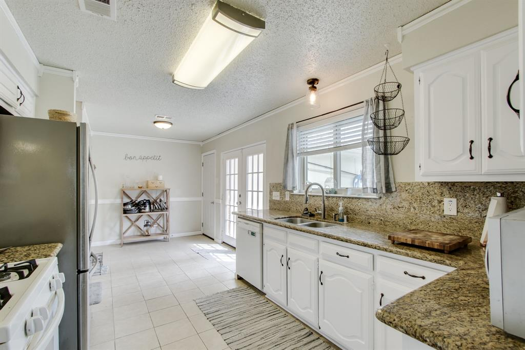 822 Century Park Drive, Garland, Texas 75040 - acquisto real estate best designer and realtor hannah ewing kind realtor