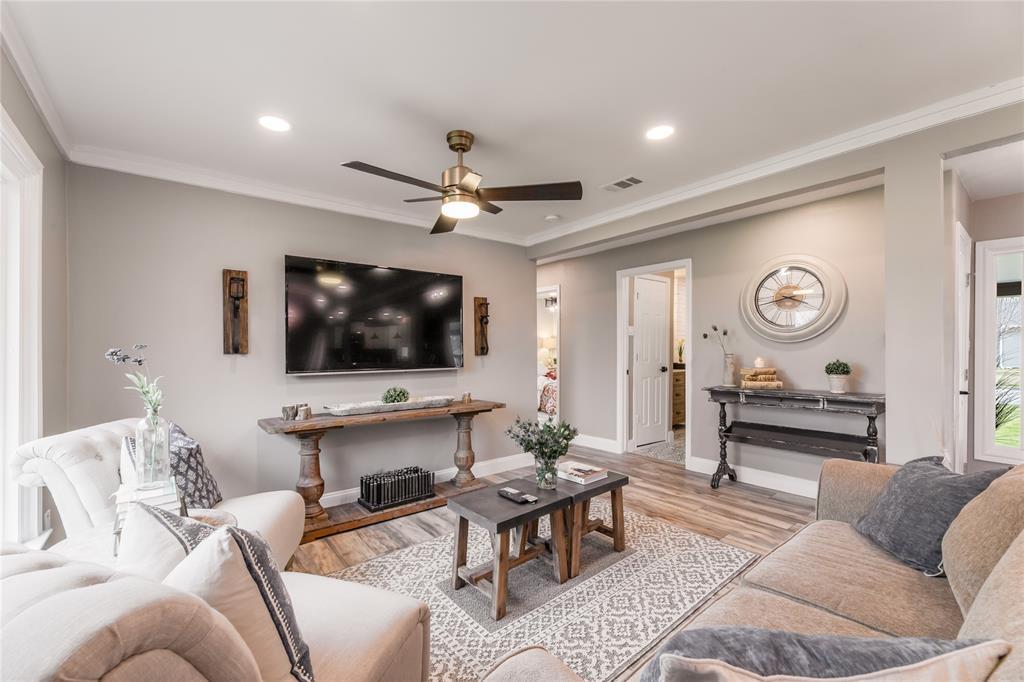 1209 Pine Street, Grapevine, Texas 76051 - acquisto real estate best listing agent in the nation shana acquisto estate realtor