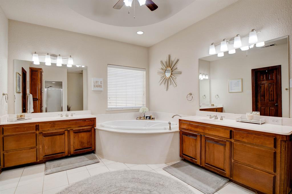 1805 Westhill Drive, Cleburne, Texas 76033 - acquisto real estate best realtor foreclosure real estate mike shepeherd walnut grove realtor