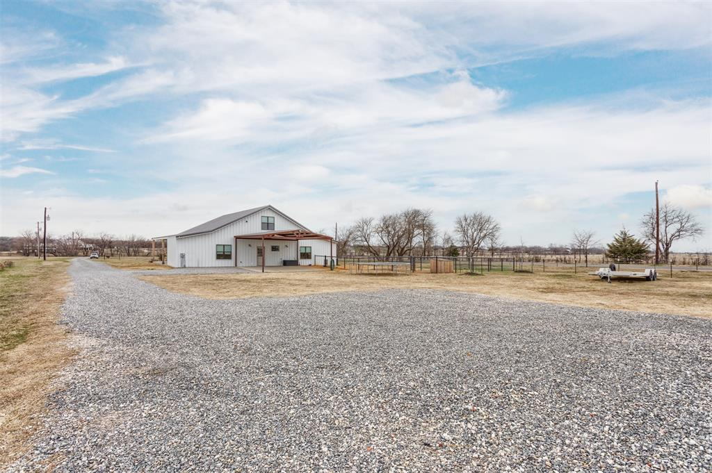 1266 Jc Maples Road, Gunter, Texas 75058 - acquisto real estaet best boutique real estate firm in texas for high net worth sellers