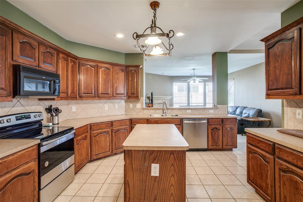 528 Winbridge Lane, Fort Worth, Texas 76052 - acquisto real estate best celina realtor logan lawrence best dressed realtor
