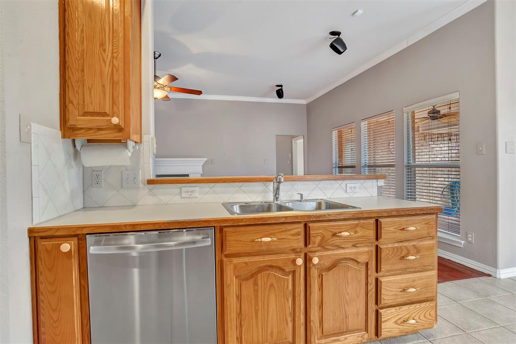 1811 Swaim Court, Arlington, Texas 76001 - acquisto real estate best real estate company to work for