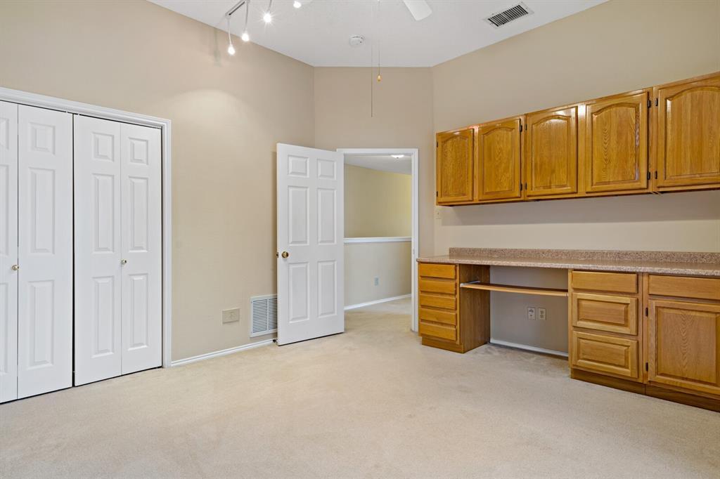 6522 Sturbridge Drive, Rowlett, Texas 75089 - acquisto real estate best realtor foreclosure real estate mike shepeherd walnut grove realtor
