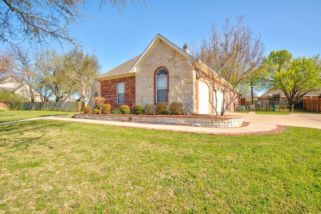 1805 Westhill Drive, Cleburne, Texas 76033 - acquisto real estate best the colony realtor linda miller the bridges real estate