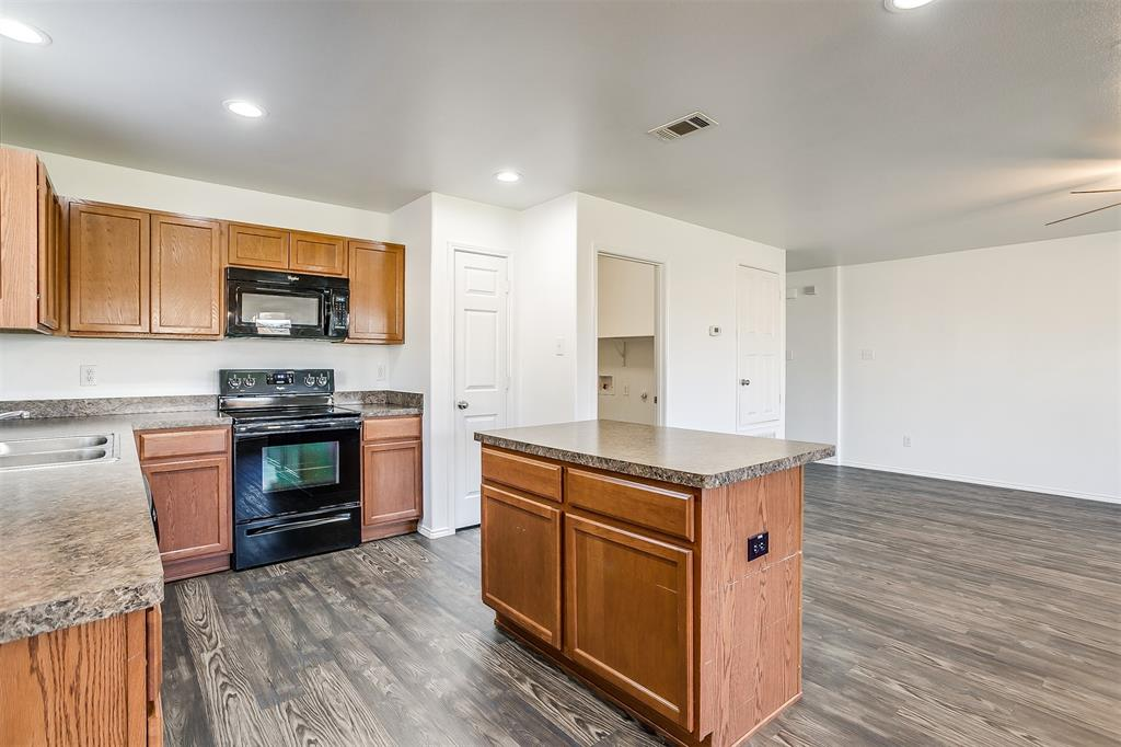 1261 Boxwood Lane, Burleson, Texas 76028 - acquisto real estate best realtor westlake susan cancemi kind realtor of the year