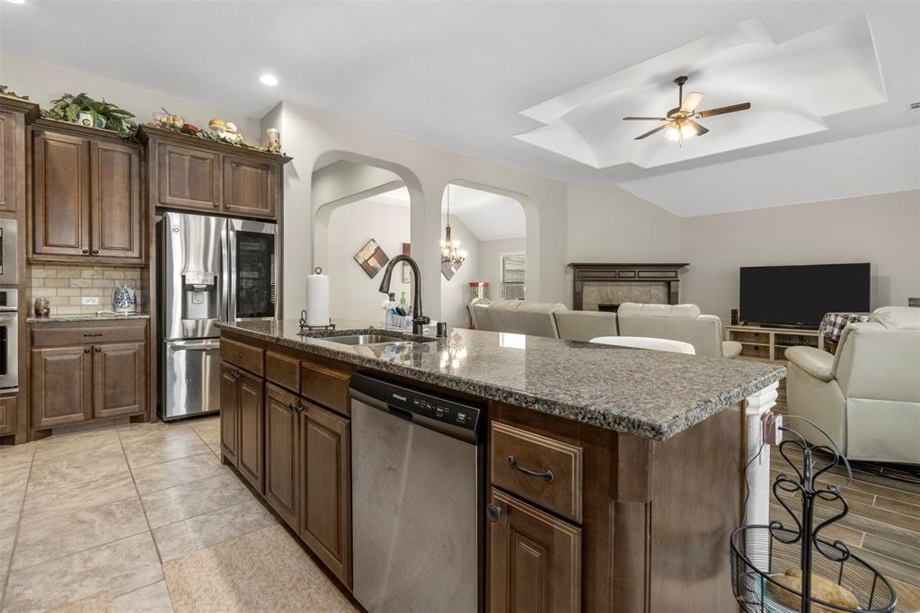 409 Foxtail Court, Waxahachie, Texas 75165 - acquisto real estate best celina realtor logan lawrence best dressed realtor