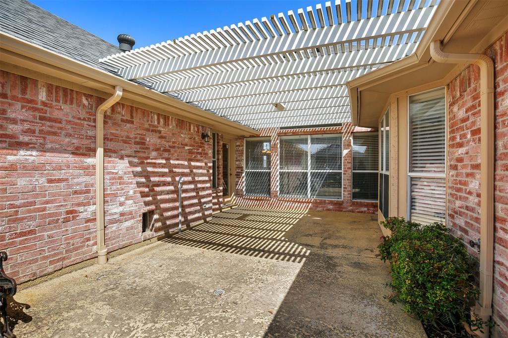2417 Bent Brook Drive, Mesquite, Texas 75181 - acquisto real estate best negotiating realtor linda miller declutter realtor