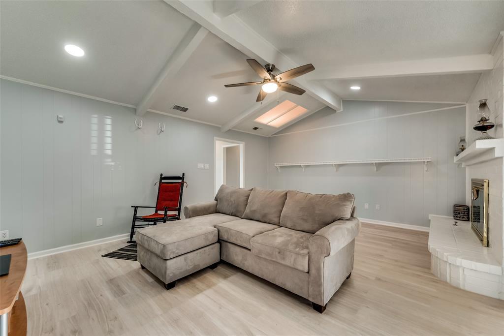 305 Stony Creek Drive, DeSoto, Texas 75115 - acquisto real estate best celina realtor logan lawrence best dressed realtor