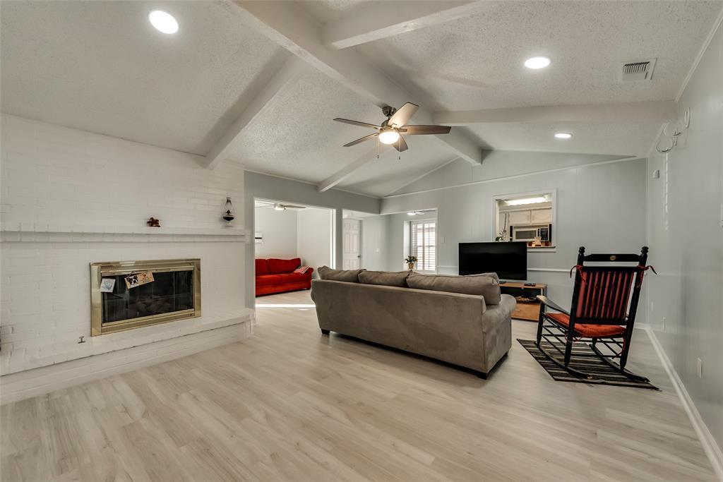 305 Stony Creek Drive, DeSoto, Texas 75115 - acquisto real estate best highland park realtor amy gasperini fast real estate service