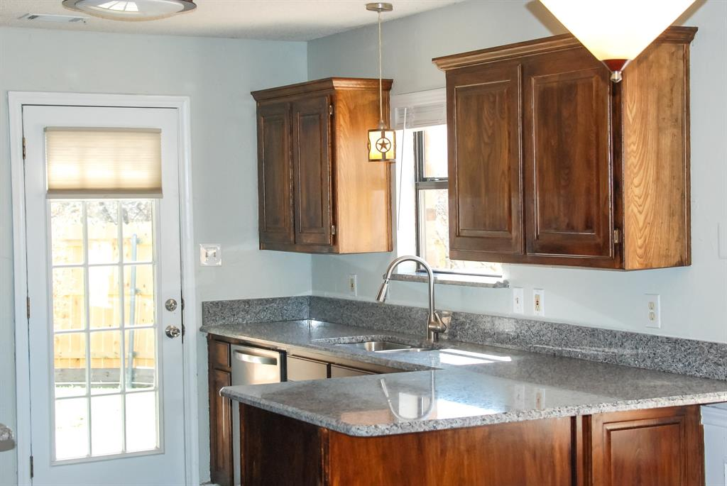 701 Burr Oak Drive, Lewisville, Texas 75067 - acquisto real estate best realtor foreclosure real estate mike shepeherd walnut grove realtor