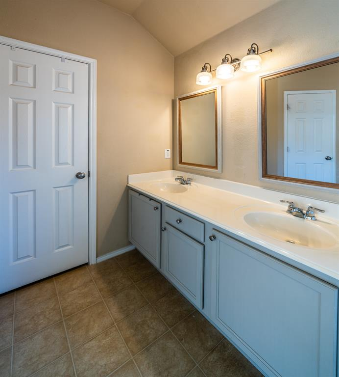1643 Hillside  Drive, Waxahachie, Texas 75165 - acquisto real estate best photos for luxury listings amy gasperini quick sale real estate