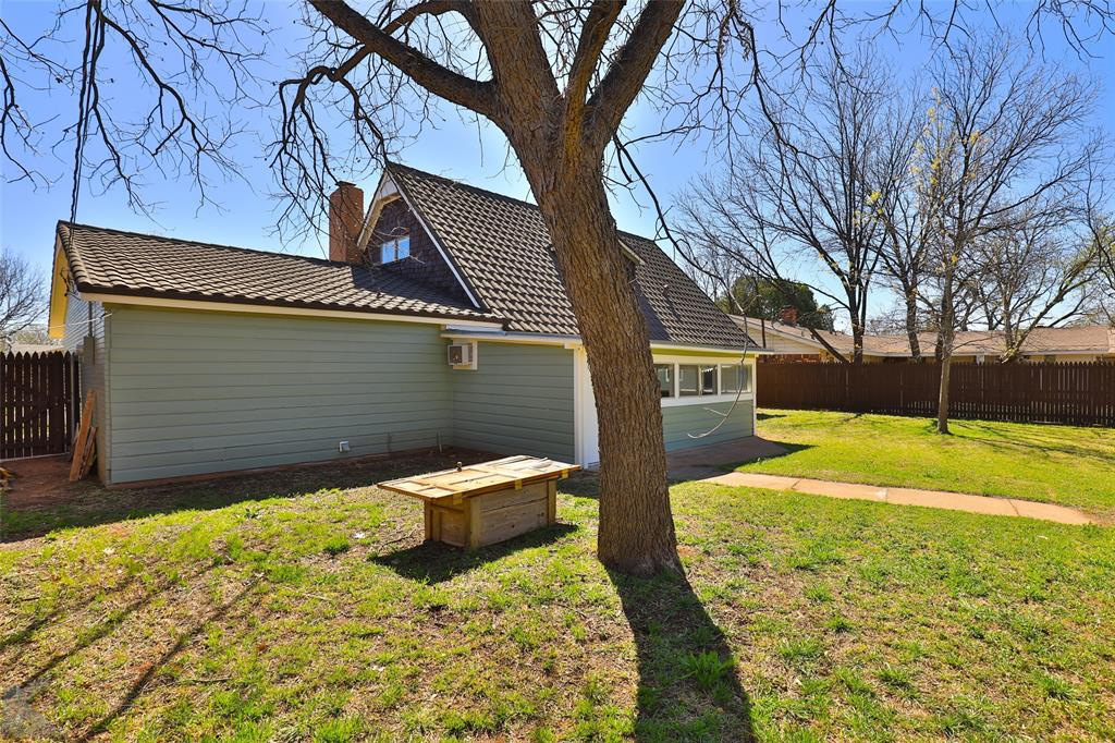 1902 Beechwood Lane, Abilene, Texas 79603 - acquisto real estate best looking realtor in america shana acquisto
