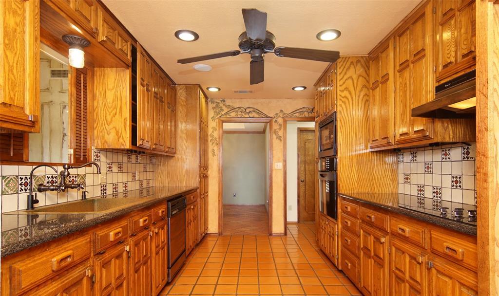 1516 Oak Forest Drive, Graham, Texas 76450 - acquisto real estate best luxury buyers agent in texas shana acquisto inheritance realtor
