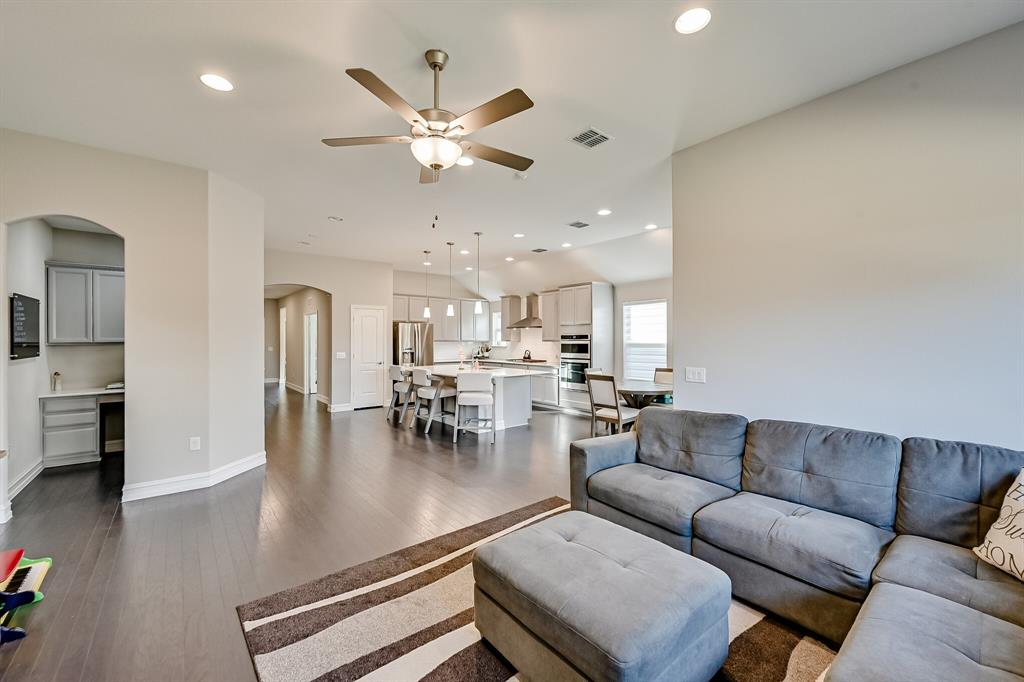 3200 Paxon Drive, Mansfield, Texas 76084 - acquisto real estate best frisco real estate agent amy gasperini panther creek realtor