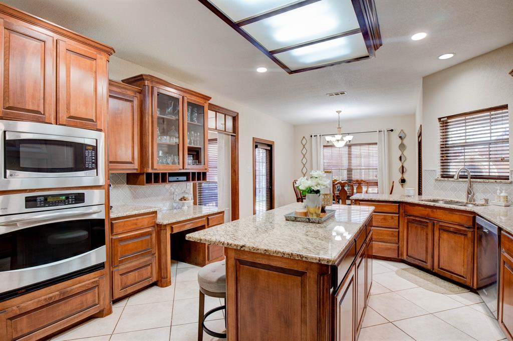1805 Westhill Drive, Cleburne, Texas 76033 - acquisto real estate best photos for luxury listings amy gasperini quick sale real estate