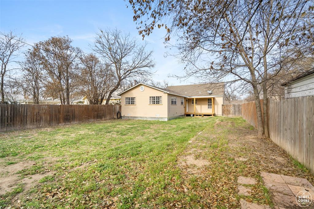 2313 1st  Street, Brownwood, Texas 76801 - acquisto real estate best photo company frisco 3d listings