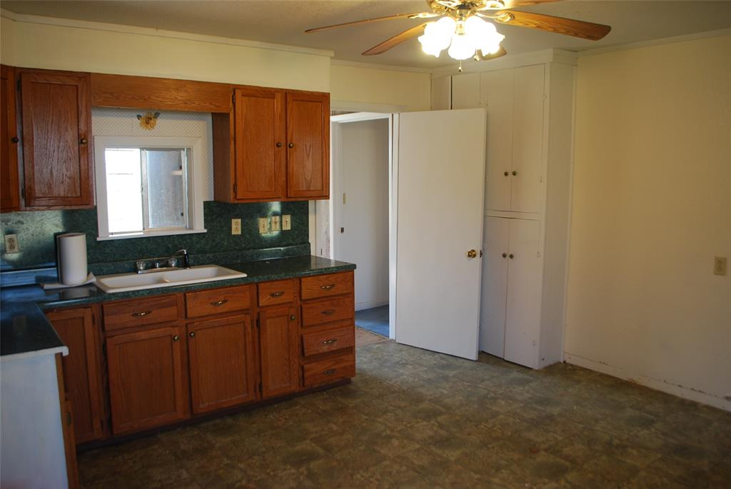 202 McFall Street, Whitesboro, Texas 76273 - acquisto real estate best investor home specialist mike shepherd relocation expert
