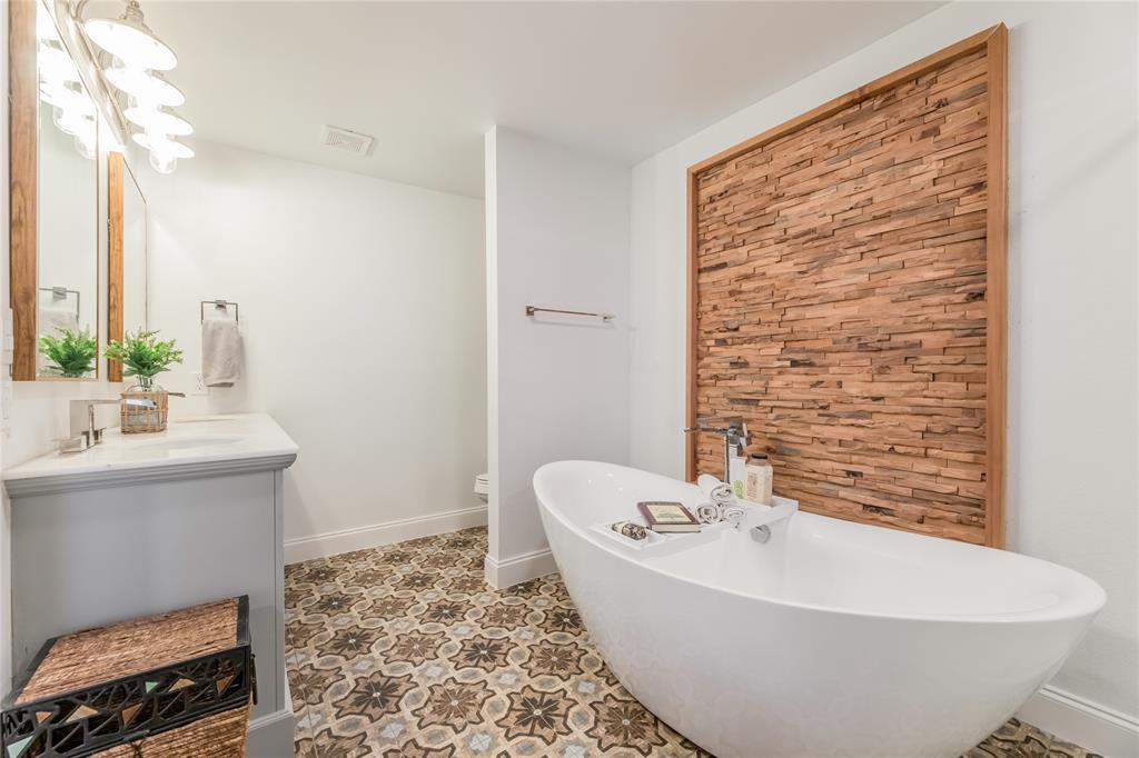 1209 Pine Street, Grapevine, Texas 76051 - acquisto real estate best realtor foreclosure real estate mike shepeherd walnut grove realtor