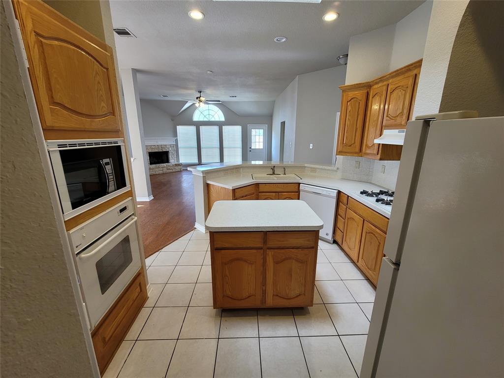 12 Bryan Court, Mansfield, Texas 76063 - acquisto real estate best negotiating realtor linda miller declutter realtor