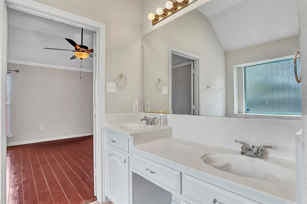 1811 Swaim Court, Arlington, Texas 76001 - acquisto real estate best realtor dallas texas linda miller agent for cultural buyers