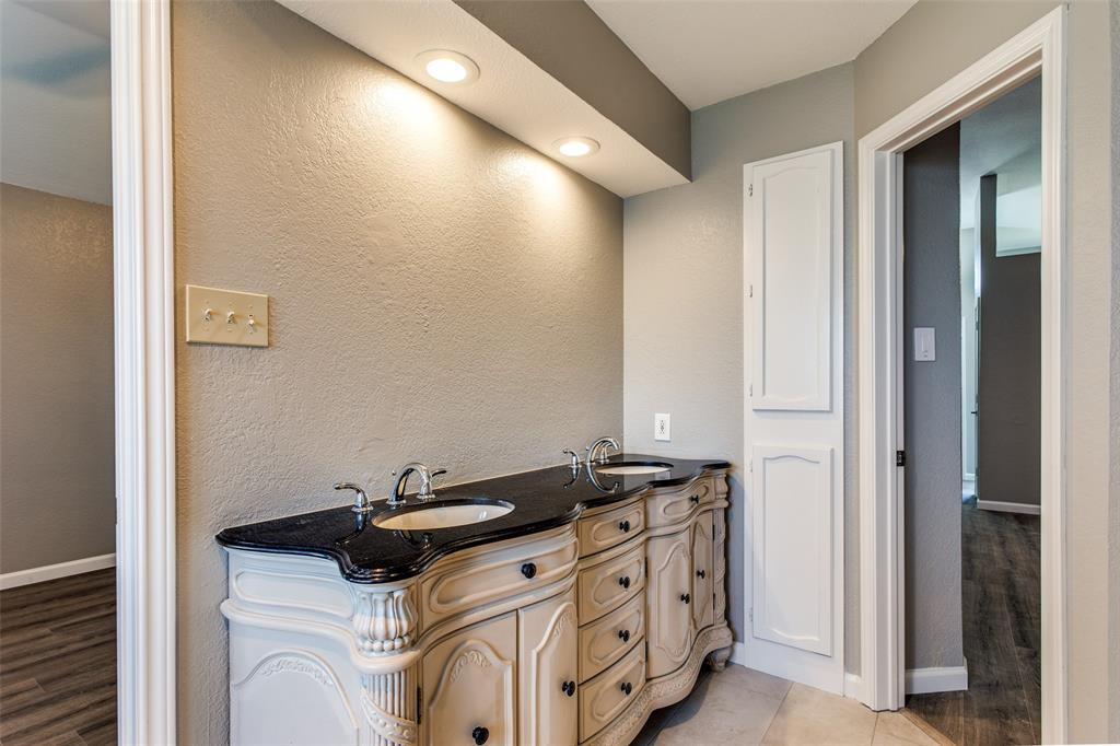 1725 Woodhall Way, Fort Worth, Texas 76134 - acquisto real estate best investor home specialist mike shepherd relocation expert