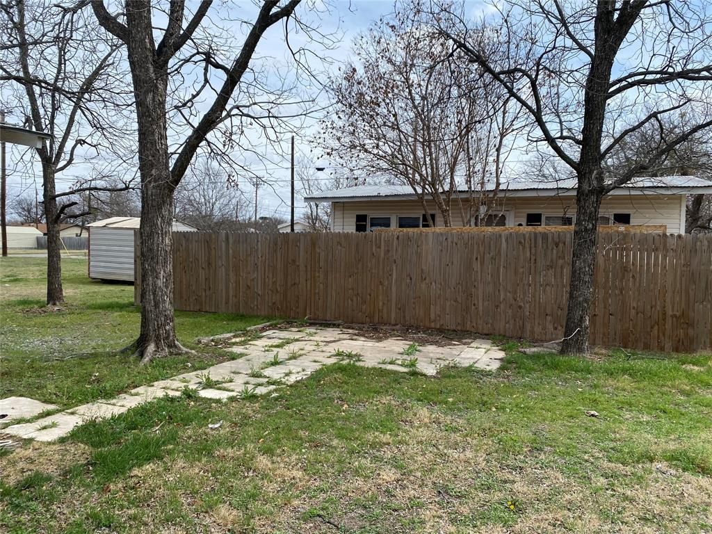2102 Avenue B Brownwood, Texas 76801 - acquisto real estate best real estate company to work for