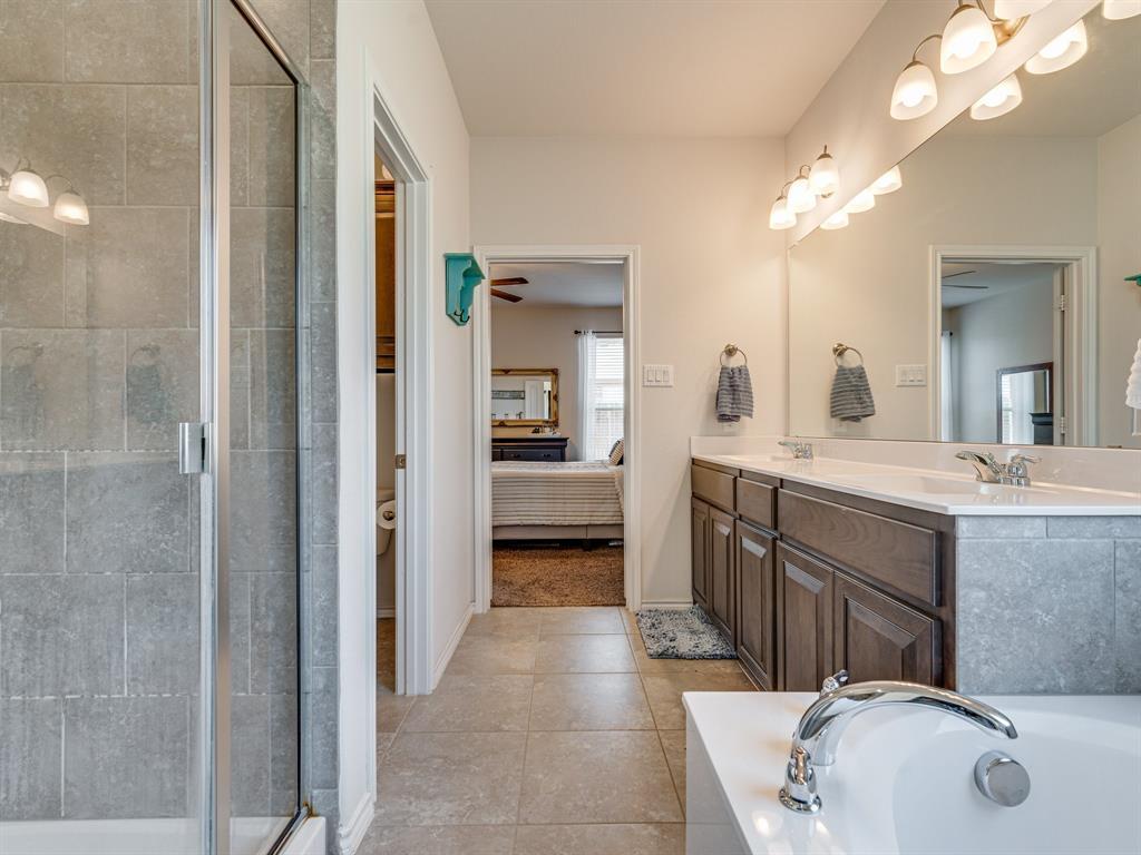 1725 Cross Creek Lane, Cleburne, Texas 76033 - acquisto real estate best listing photos hannah ewing mckinney real estate expert
