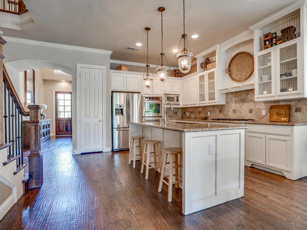 9105 Cypress Creek Road, Lantana, Texas 76226 - acquisto real estate best celina realtor logan lawrence best dressed realtor