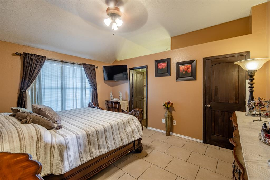 3314 Wilmington  Drive, Grand Prairie, Texas 75052 - acquisto real estate best photos for luxury listings amy gasperini quick sale real estate