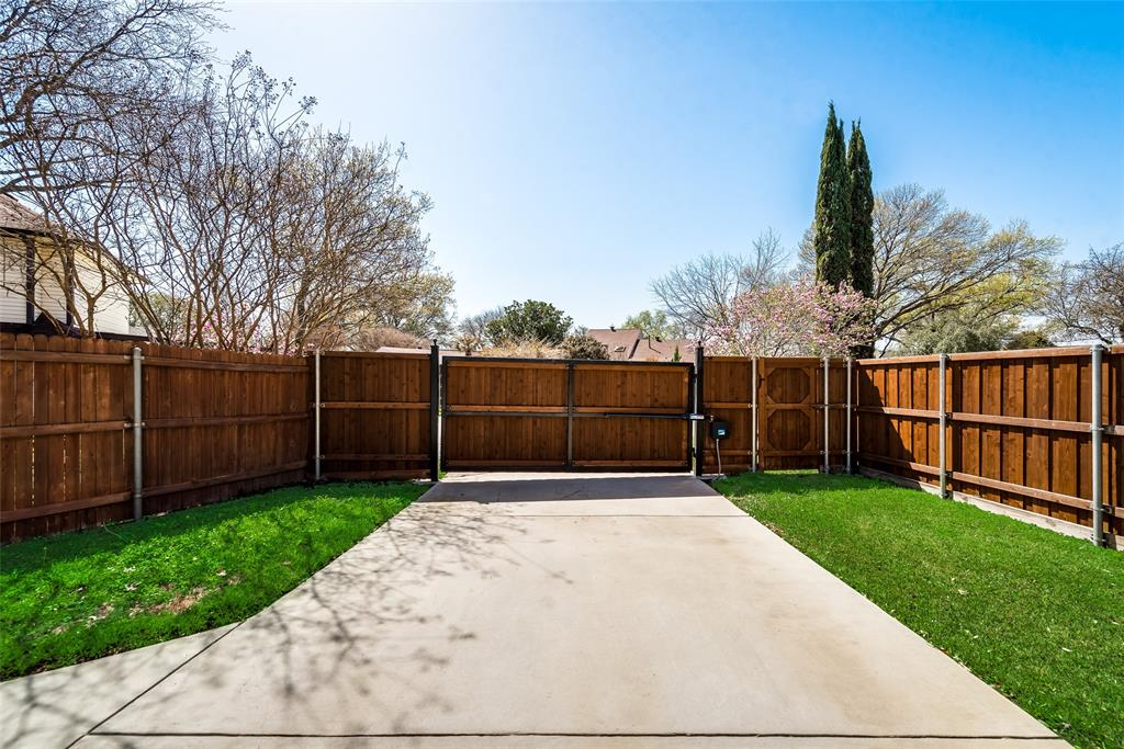 1100 Yorkshire  Drive, Carrollton, Texas 75007 - acquisto real estate best plano real estate agent mike shepherd