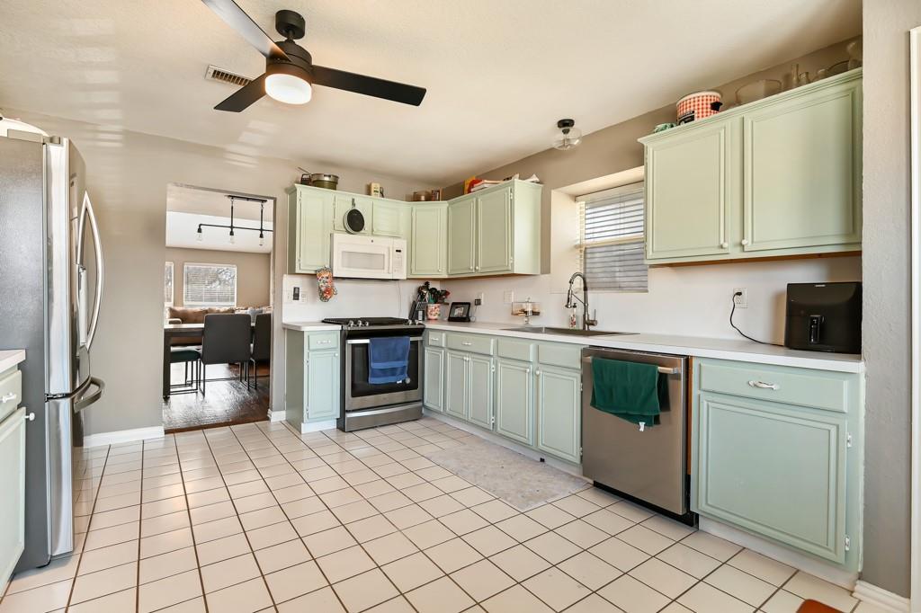 1428 Creekview Lane, Sherman, Texas 75092 - acquisto real estate best prosper realtor susan cancemi windfarms realtor