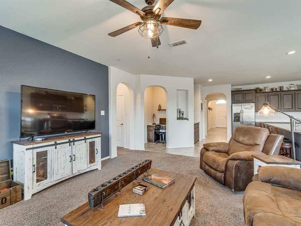 1725 Cross Creek Lane, Cleburne, Texas 76033 - acquisto real estate best photos for luxury listings amy gasperini quick sale real estate