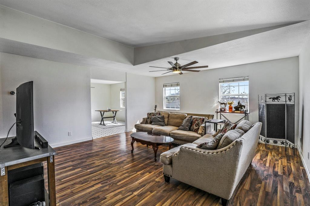 206 Beaudelaire Drive, Weatherford, Texas 76087 - acquisto real estate best real estate company in frisco texas real estate showings